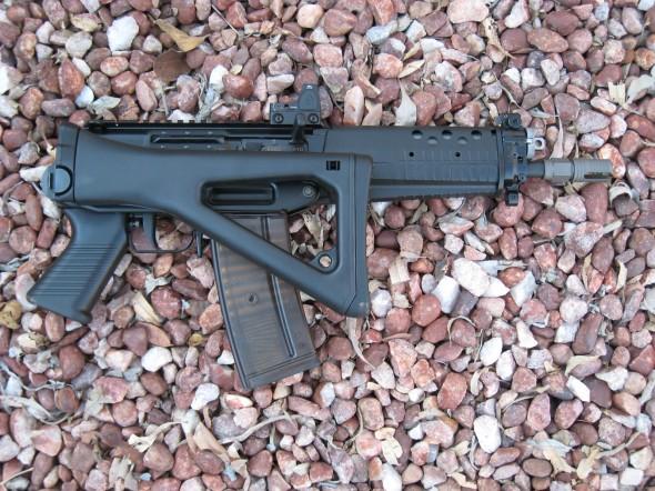 011 590x442 Swiss Arms (Sig)  SG 553 SOW Commando